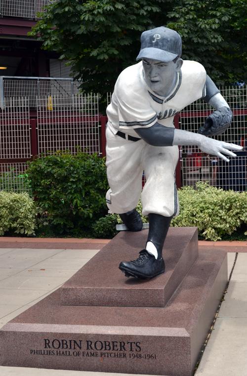 Robin Roberts Statue