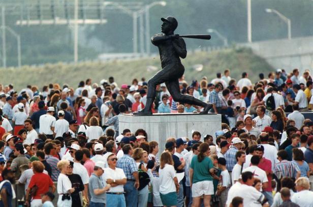 Hank Aaron Statue - Fulton