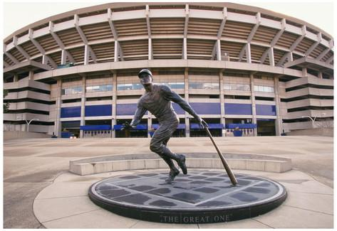 Roberto Clemente Statue - Three Rivers