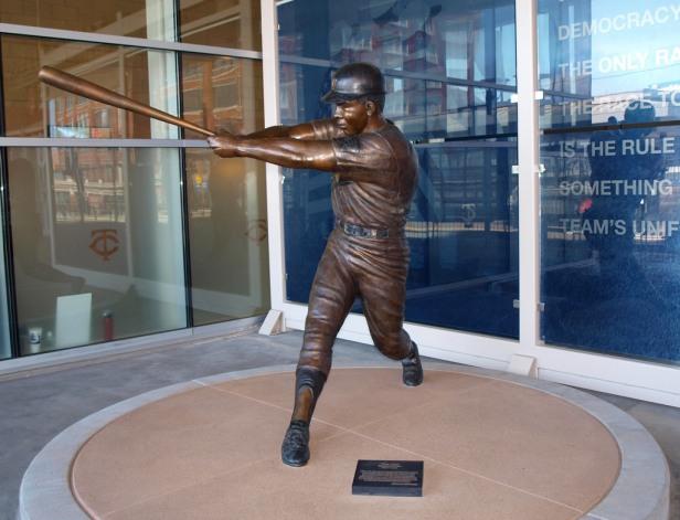 Tony Oliva Statue